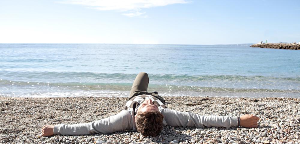 человек на пляже, via shutterstock