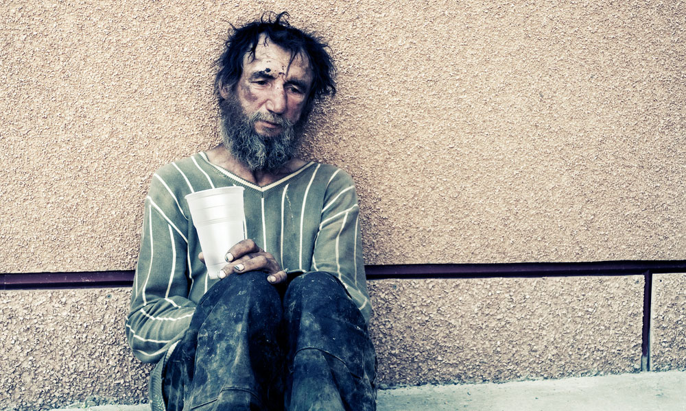 бездомный человек, беден, via shutterstock