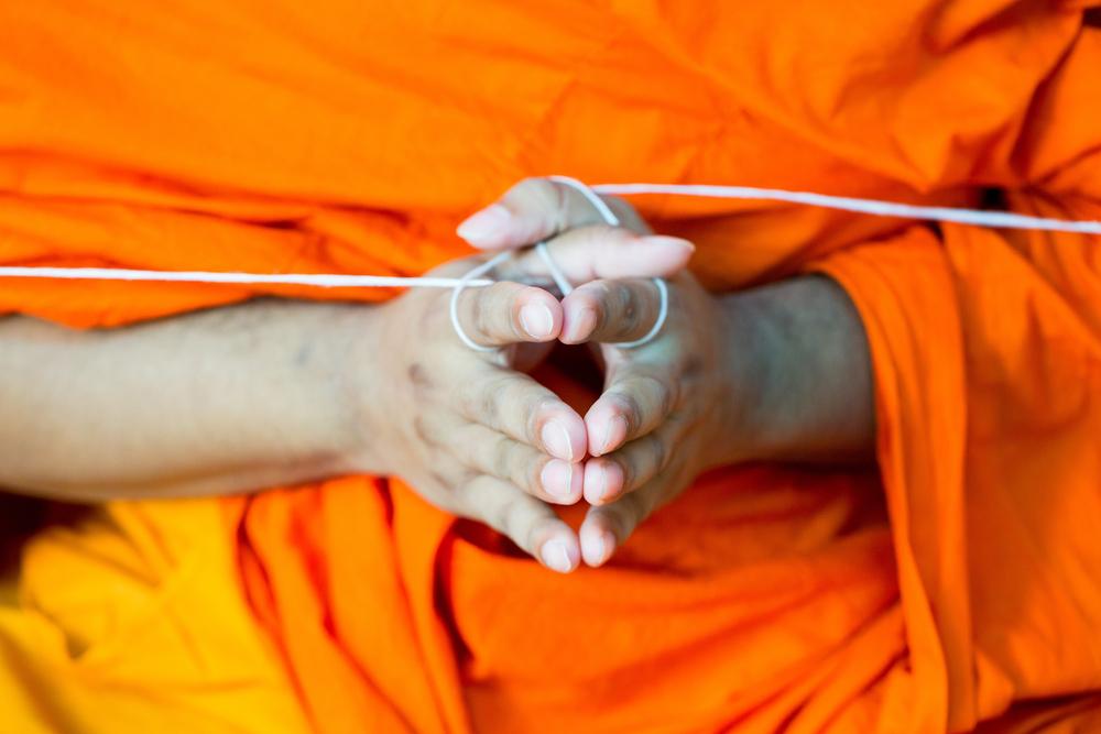 монах скрестив пальцы, via shutterstock