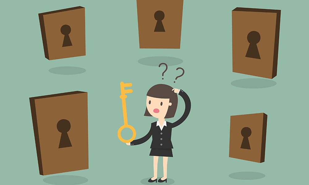 бизнес женщина выбирает дверь, via shutterstock