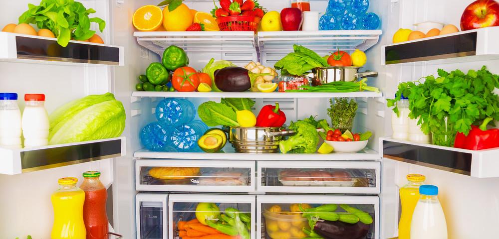холодильник полный продуктов, via shutterstock