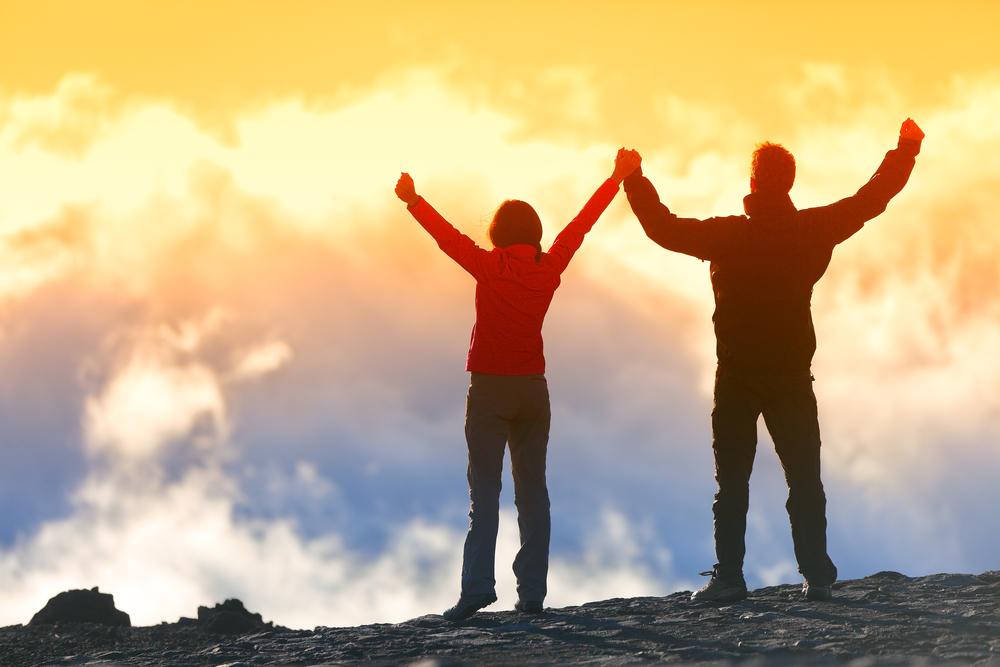 победа, вершина горы, люди, via shutterstock