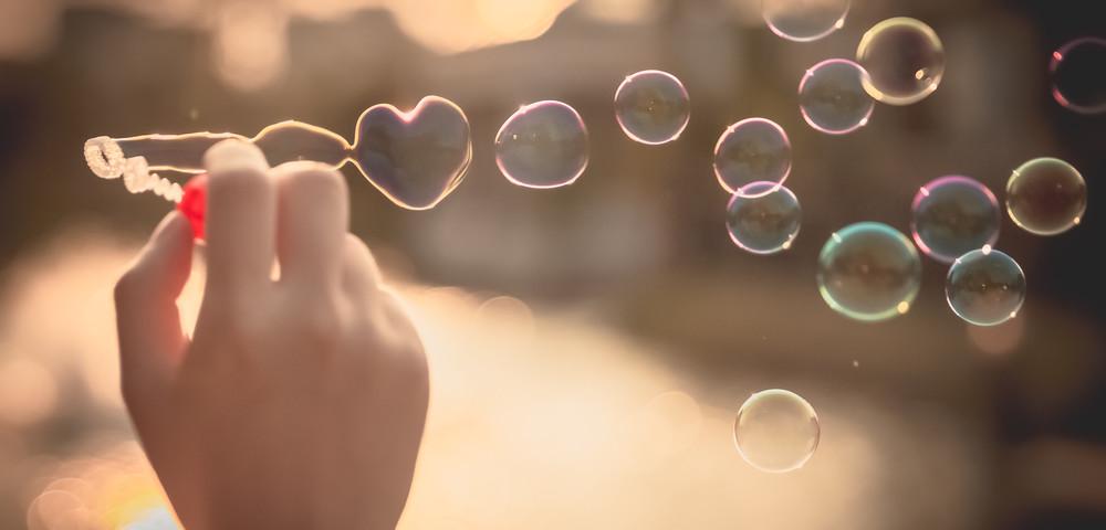 мыльные пузыри, via shutterstock