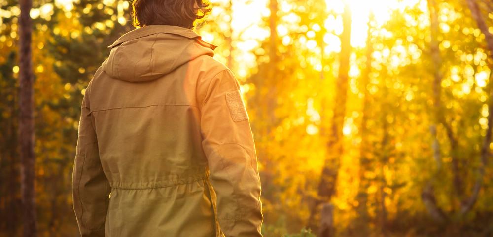 молодой парень в лесу, via shutterstock