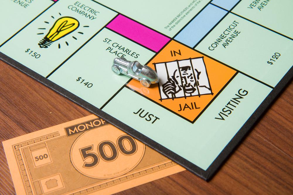 настольная игра монополия, via shutterstock