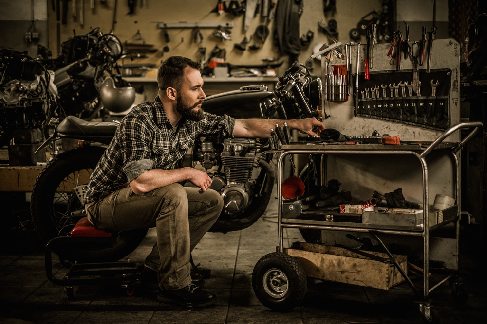 ремонт мотоцикла, via shutterstock