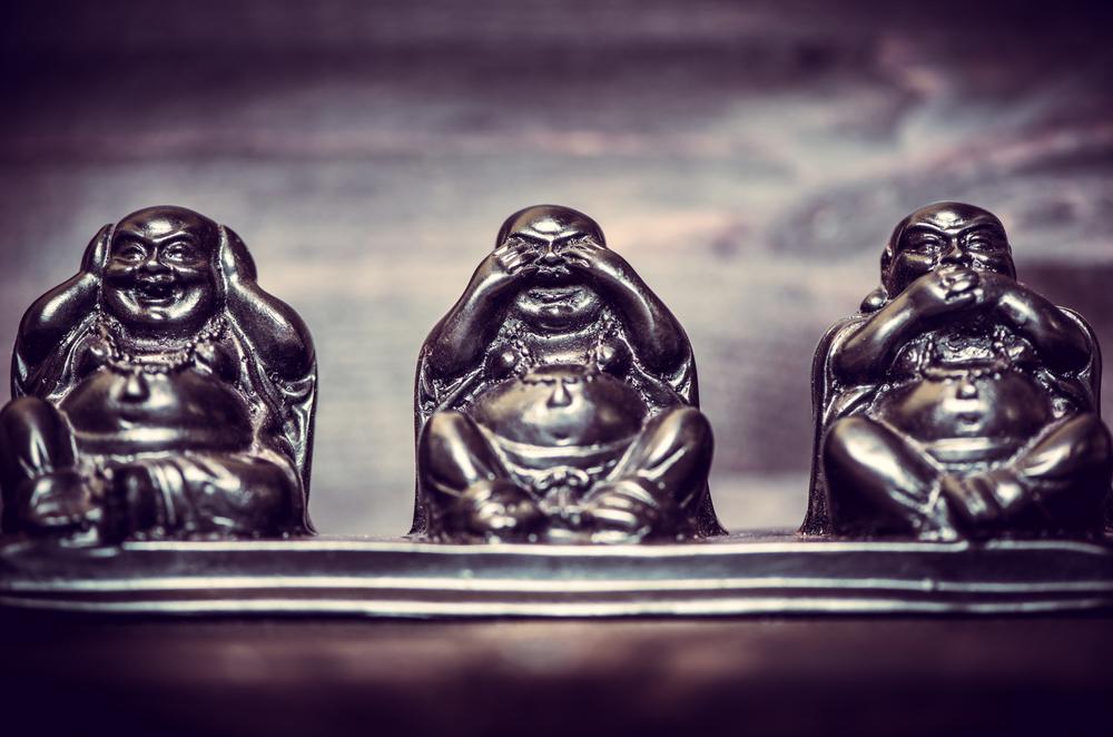 фигурки будды, via shutterstock