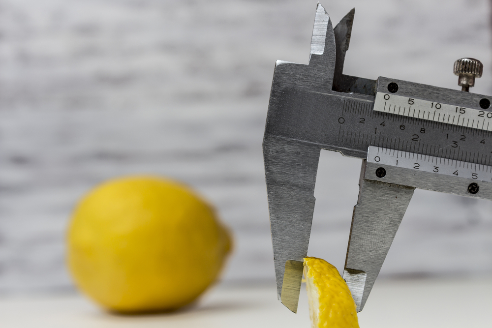 измерить штангенциркулем, via shutterstock