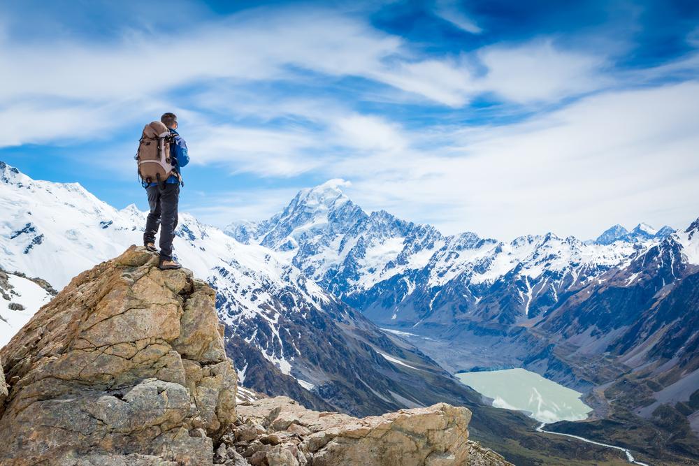 мужчина на вершине горы, via shutterstock