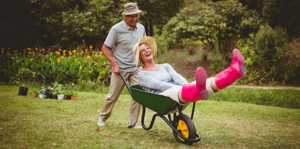 пожилые люди играют с тачкой. via shutterstock