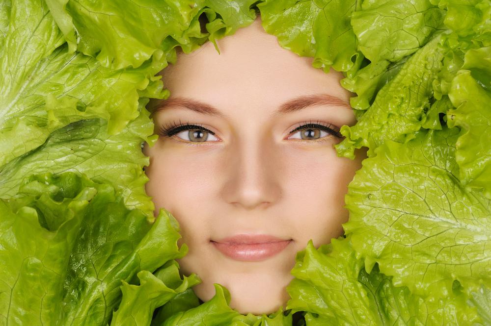 чистое лицо девушки, via shutterstock