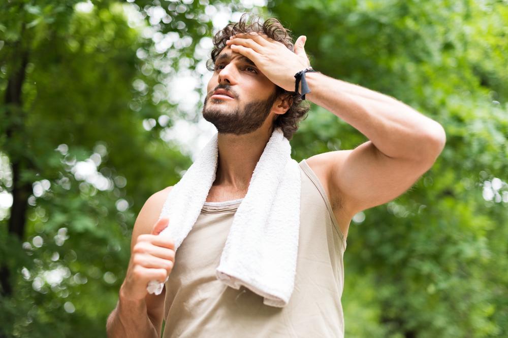 мужчина после тренировки, via shutterstock