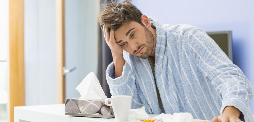 мужчина простудился, via shutterstock