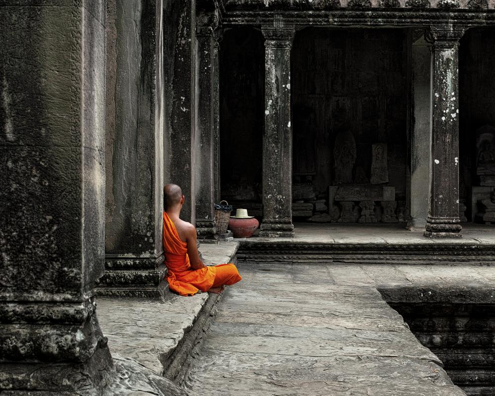 буддист медитирует, via shutterstock