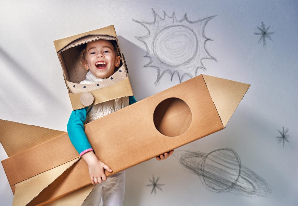 ребенок космонавт, via shutterstock