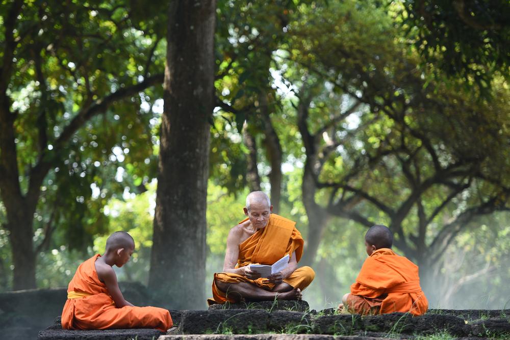 монах учитель, via shutterstock