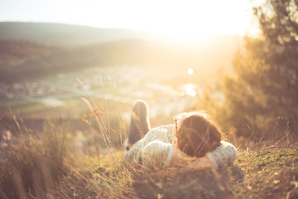 девушка лежит на траве, via shutterstock