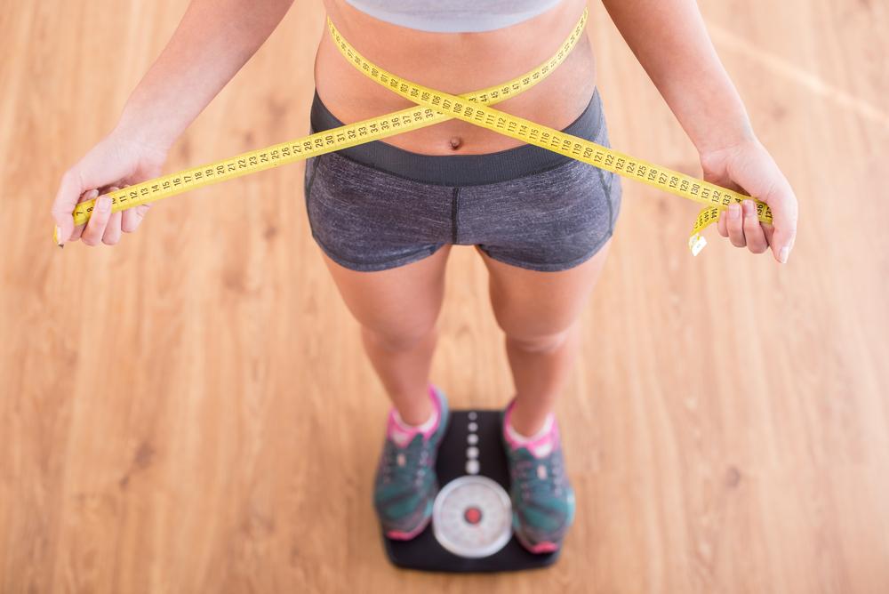 девушка на весах, via shutterstock