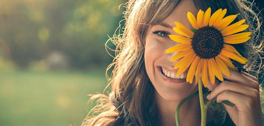 девушка и цветок, via shutterstock
