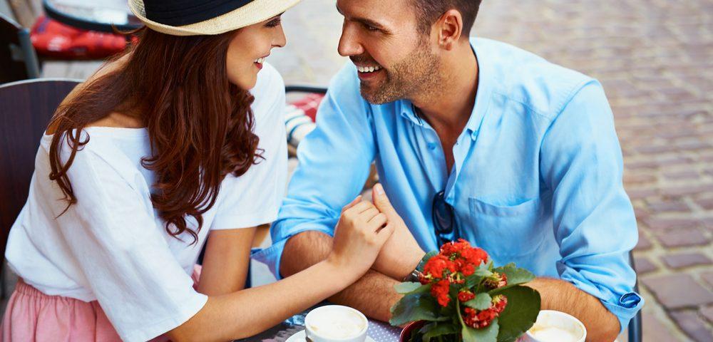 молодая пара, влюбленные, via shutterstock.
