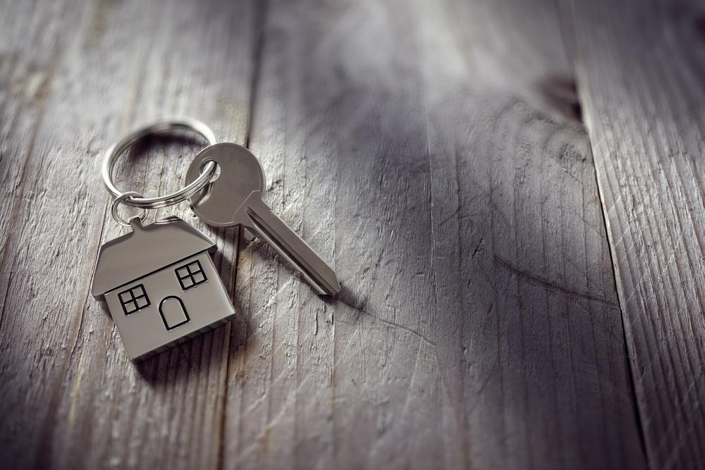 ключ от дома, via shutterstock
