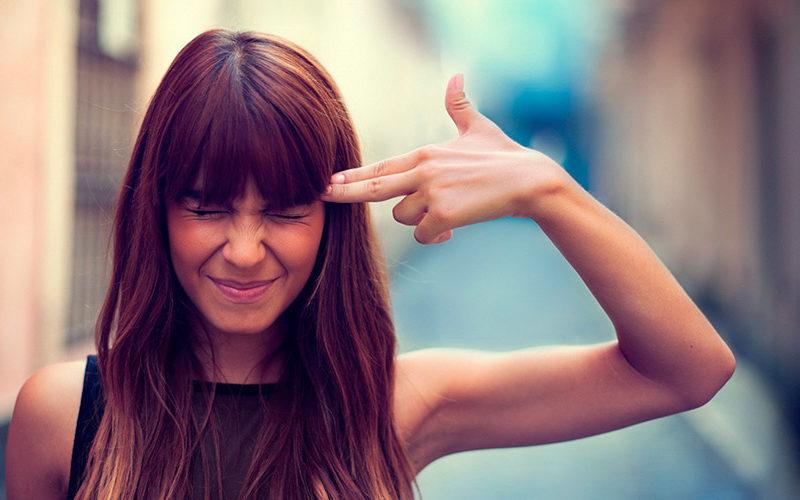 10 ПРИЗНАКОВ ТОГО, ЧТО ВЫ ЧЕРЕСЧУР ПЕРЕЖИВАЕТЕ НАСЧЕТ МНЕНИЯ ОКРУЖАЮЩИХ