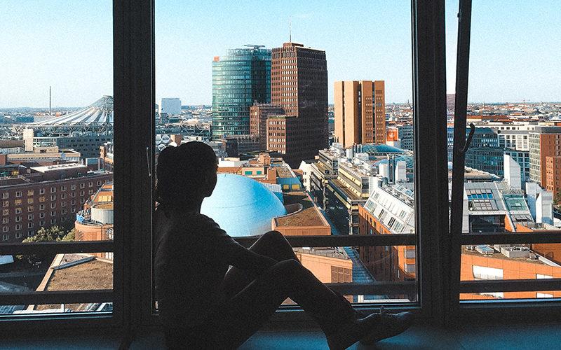 Психолог объясняет, как перенастроить свой разум, чтобы отпустить тревогу