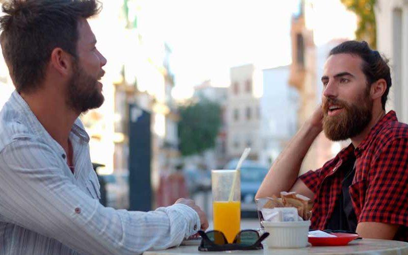 Как очаровать собеседника: 7 простых фраз, которые вызывают доверие