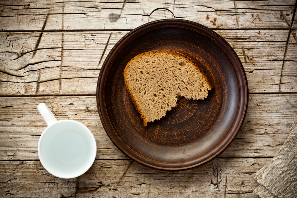 Хлеб и вода, via shutterstock