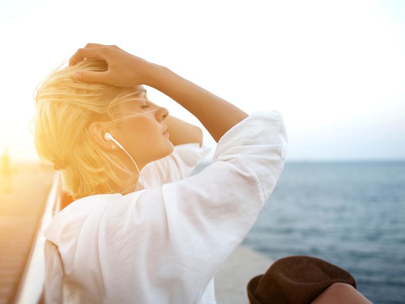 девушка слушает музыку, via shutterstock
